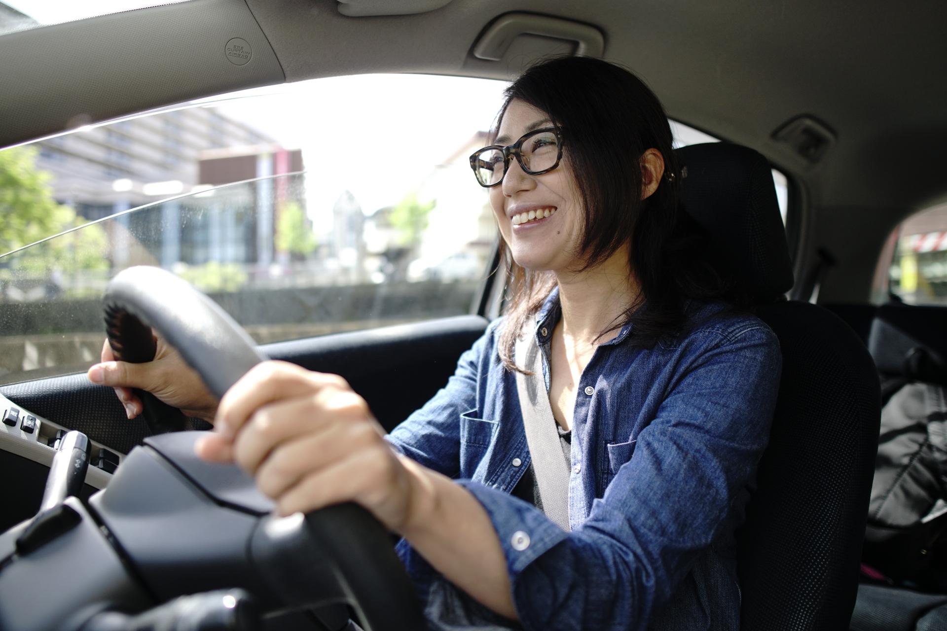 女性が運転もあり?ドライブデートにおけるドライバー問題