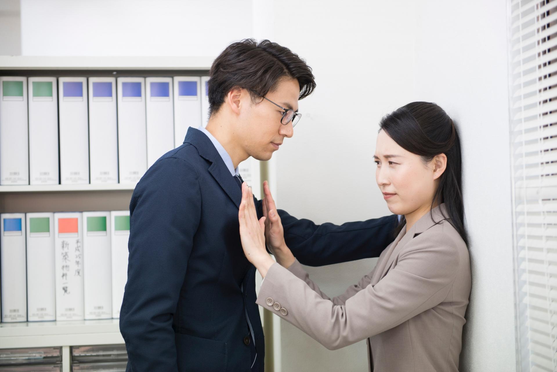 既婚男性と既婚女性は職場で恋愛に発展しやすい?大人の恋愛事情