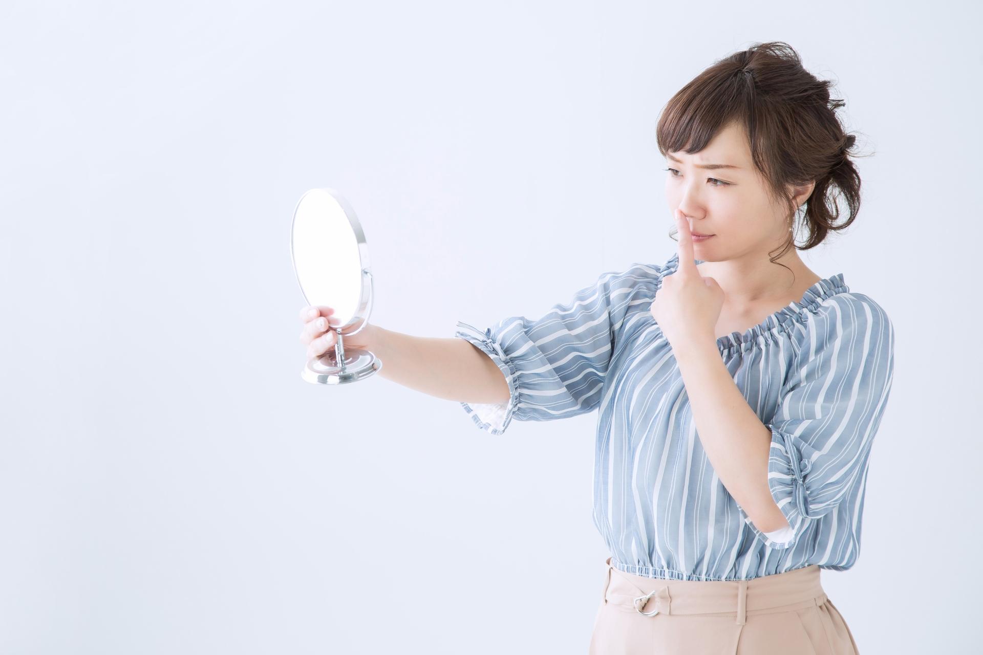 鼻の化粧で気になるぶつぶつの原因は?スキンケアとメイク方法