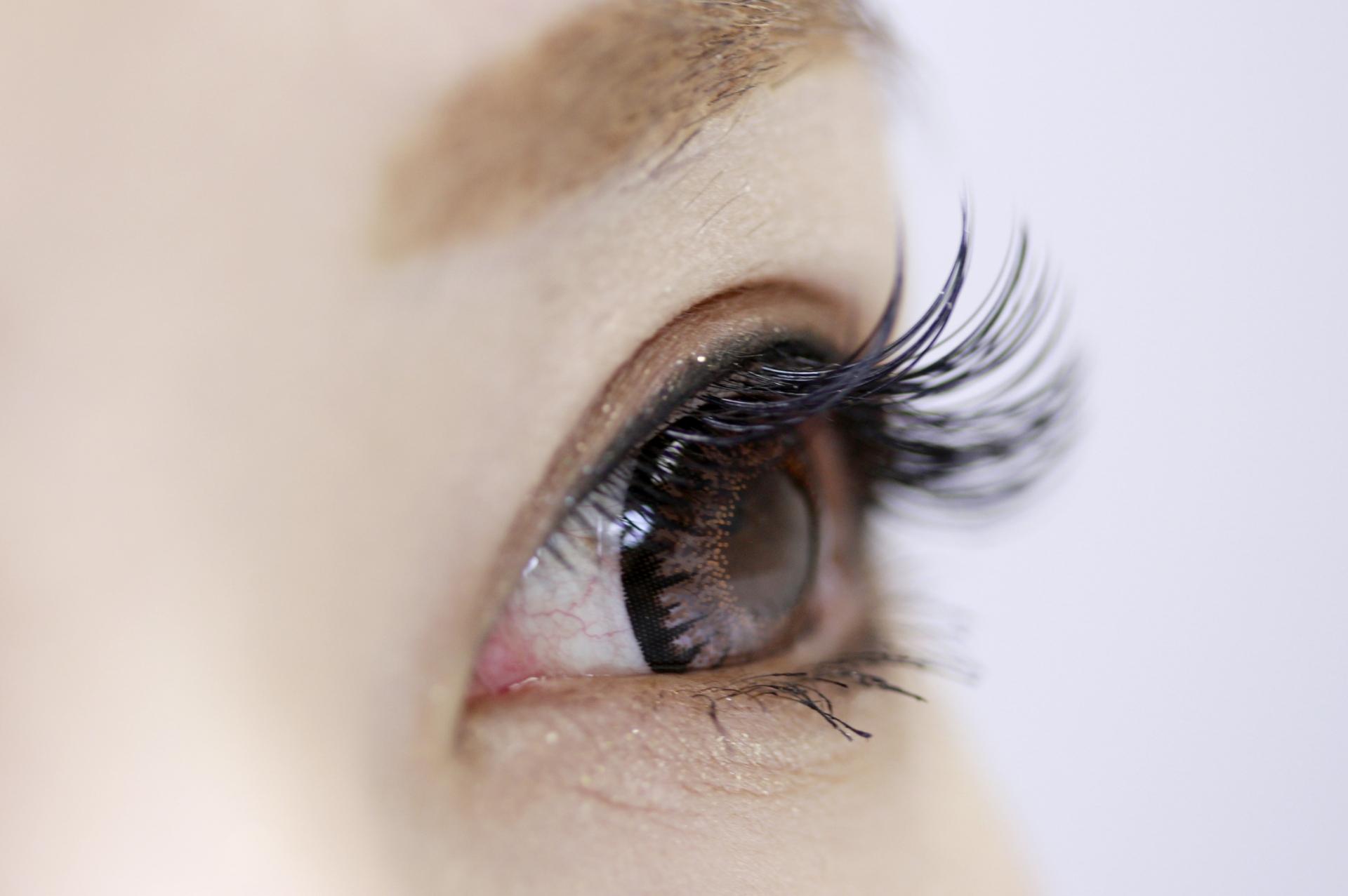 黒目が小さい人でも可愛いく見せるアイメイクテクニック