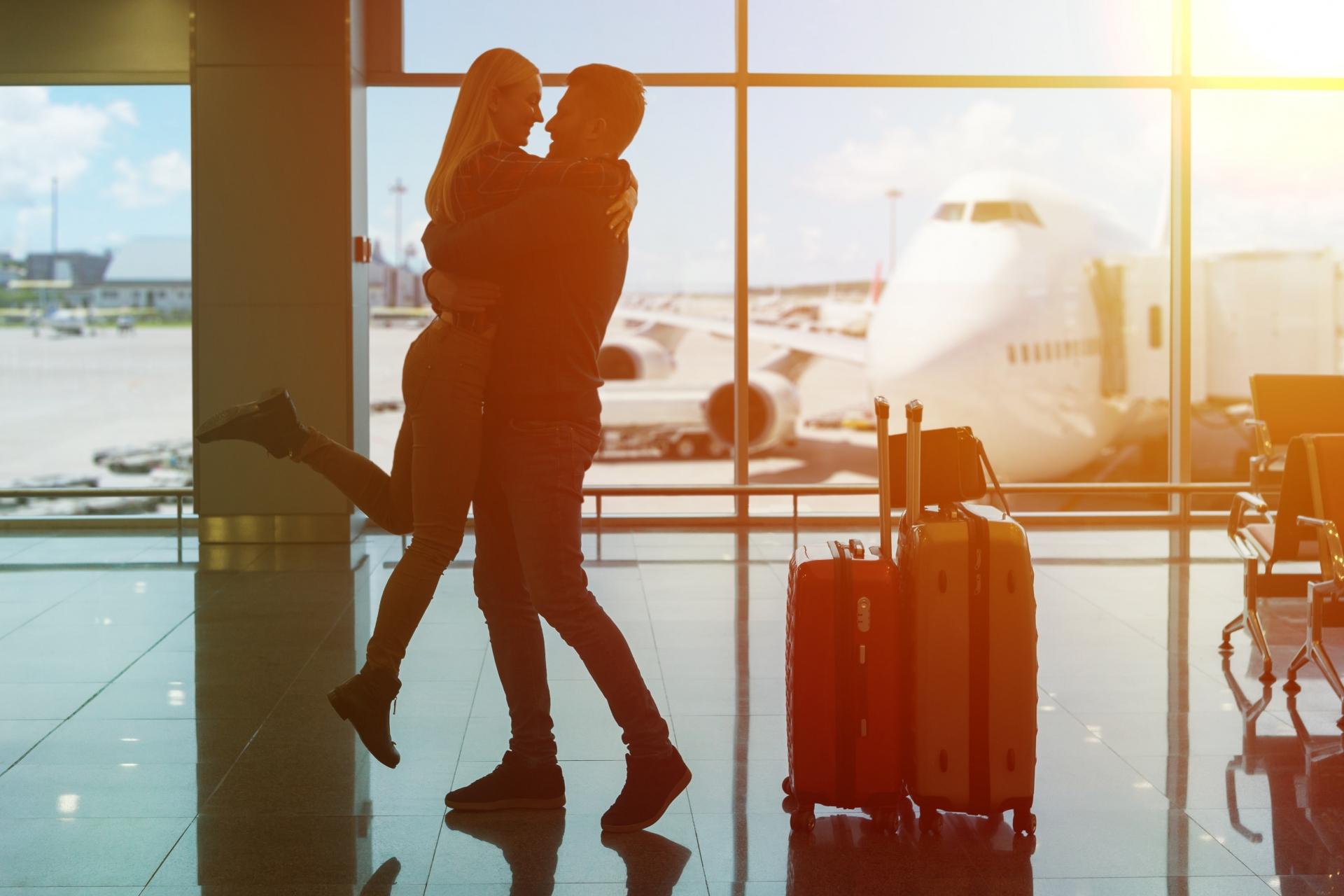 空港で出迎えをしてくれる彼氏は理想の相手だから大切にしよう
