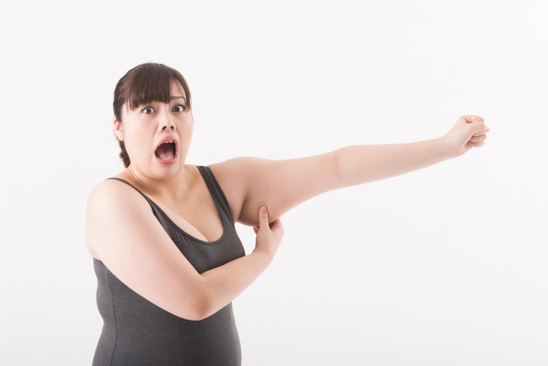 彼女の二の腕のブツブツが気になるときの上手な伝え方とは