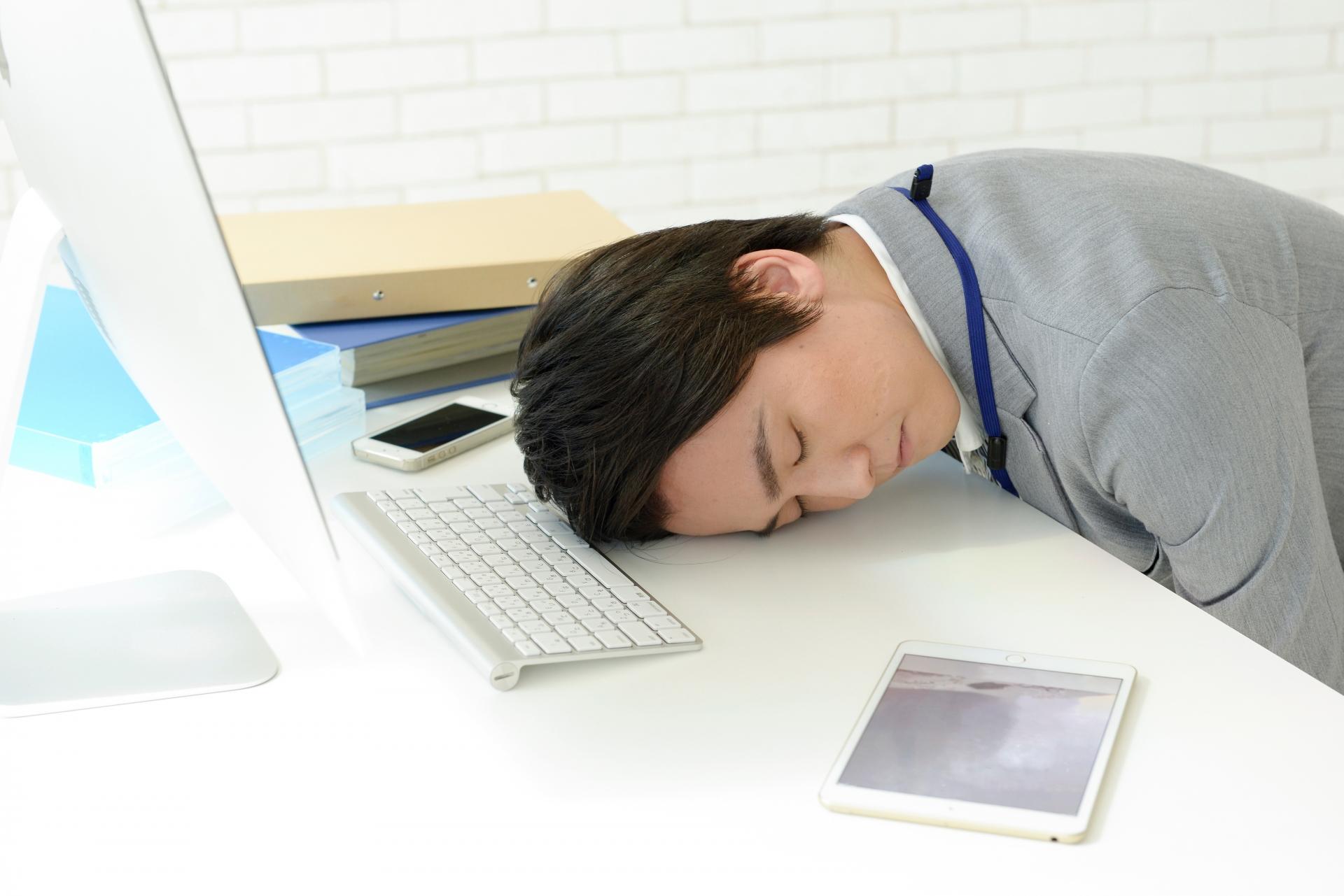 彼氏が電話中に寝るのはこんな理由かも。彼の気持ちと対処法